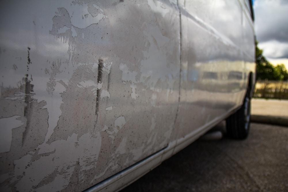 colla sul lato del van
