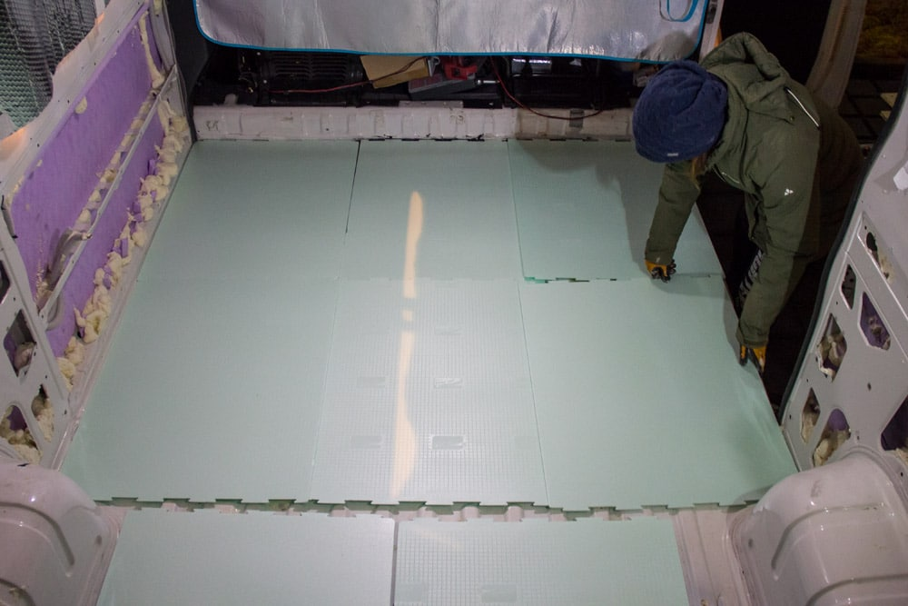 Strato di sottopavimento per laminati, l'isolamento termico del pavimento