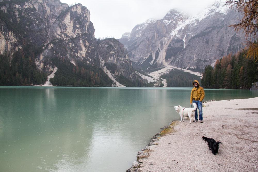 Valerio Peki e Molla al lago di Braies