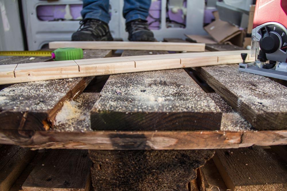 Intagli profondi circa 2/3 dello spessore del listello di legno