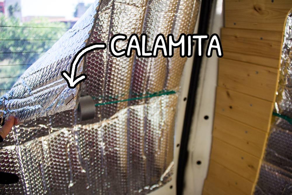 Calamite sui 4 angoli degli oscuranti termici delle porte posteriori